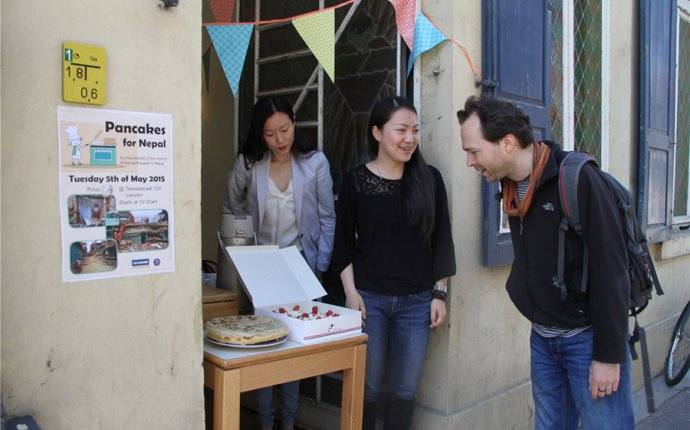 Chinese students in Belgium sell pancakes to raise money for