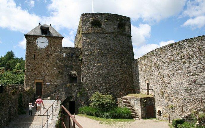 File:0 Bouillon - La Tour d Autriche et la Tour de l Horloge.JPG