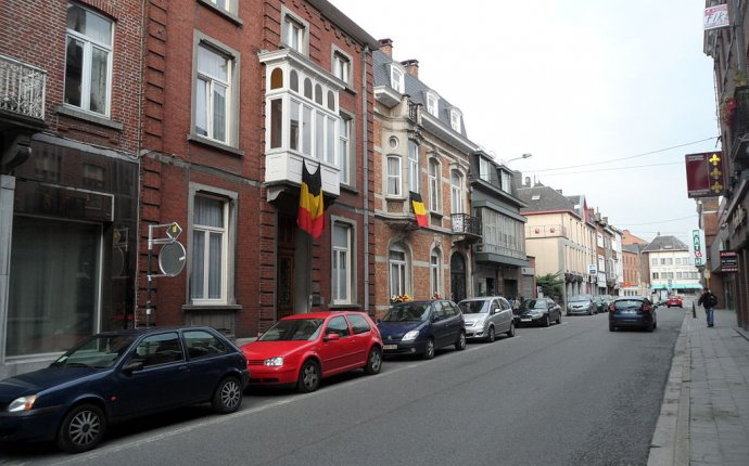 File:Street in Nivelles, Belgium Independence Day.JPG - Wikimedia